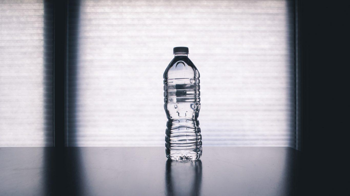Hormone in Plastikflaschen – 2 Meinungen